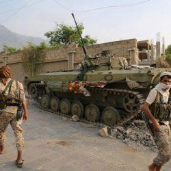"""عناصر حوثية تستجيب لـ""""طارق صالح"""" وتسلم نفسها للمقاومة بالحديدة"""