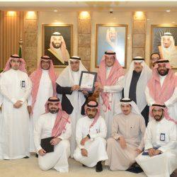 خادم الحرمين الشريفين يستقبل رئيس الوزراء القطري لدى وصوله إلى الرياض لحضور القمة الخليجية