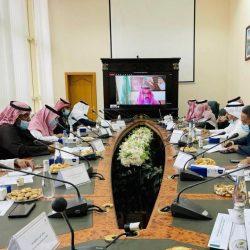 وزير الصناعة والتجارة والسياحة بمملكة البحرين يزور مقر المنظمة العربية للسياحة بجده