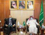 """""""السفير آل جابر"""" يلتقي سفير مصر لدى المملكة وأكدا أهمية تنفيذ اتفاق الرياض لتعزيز الأمن والاستقرار في اليمن"""