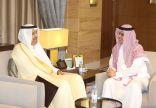 أمير الباحة يلتقي بوزير التعليم العيسى بمكتب معاليه بالوزارة