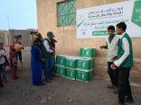 مركز الملك سلمان للإغاثة يبدأ بتوزيع السلال الغذائية للمحتاجين في مديرية الأزارق بمحافظة الضالع