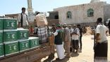 """مركز الملك سلمان للإغاثة يواصل توزيع المساعدات العاجلة للمتأثرين بإعصار """"لبان"""" في المهرة"""