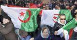 الجزائريون يحتفلون بتخلي بوتفليقة عن الولاية خامسة.